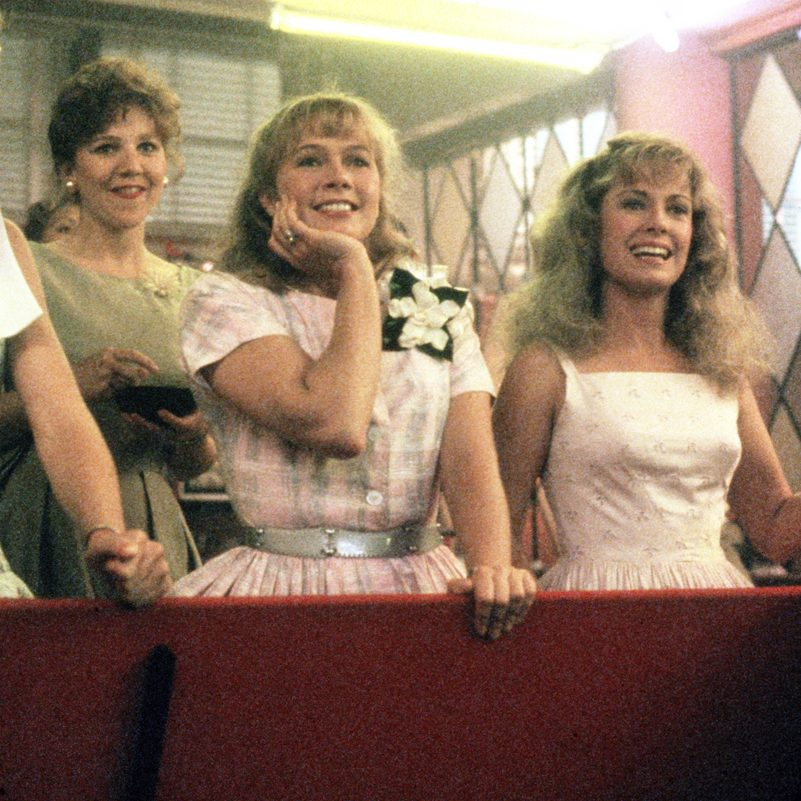 MV5BMTQwNzcyMjQ2N15BMl5BanBnXkFtZTcwNTA0MTU4OQ@@. V1 e1599057839108 20 Fascinating Facts About The Brilliant 1986 Film Peggy Sue Got Married