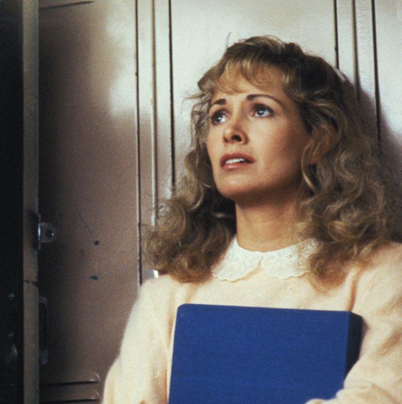 MV5BNDJlNzJjMzQtMGYwZC00ODY0LTg5ODctMDExN2I1MWIwMDBhXkEyXkFqcGdeQXVyMTA0MjU0Ng@@. V1 e1599126298540 20 Fascinating Facts About The Brilliant 1986 Film Peggy Sue Got Married