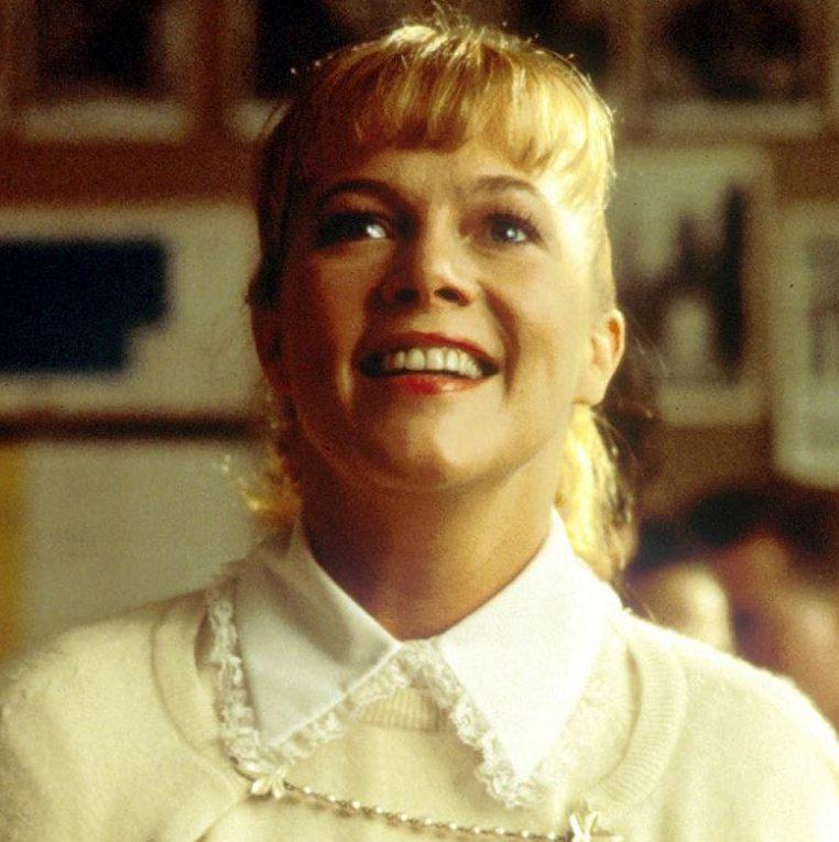MV5BYTZkZTIyOWUtNDRmZS00YWUyLWIxMTYtZWE4Y2U0NGZjNWM3XkEyXkFqcGdeQXVyMjUyNDk2ODc@. V1 e1599120961106 20 Fascinating Facts About The Brilliant 1986 Film Peggy Sue Got Married