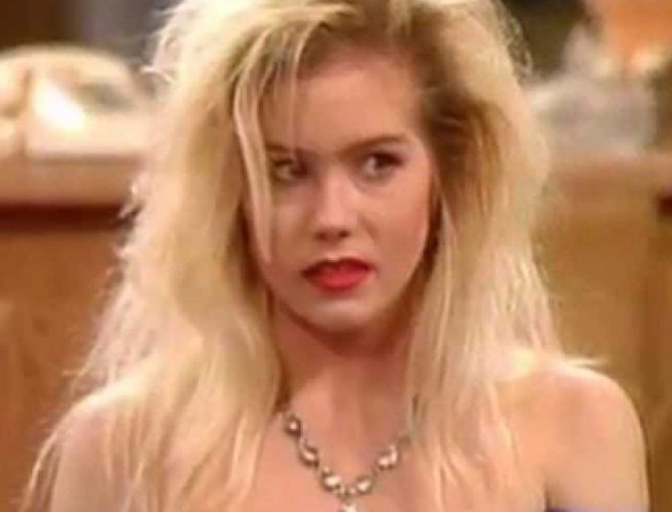 Married with Children e1616584070639 21 90s TV Actresses We All Had A Crush On When We Were Younger