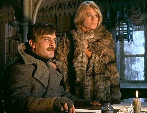 Omar Sharif y Julie Christie en Docotr Zhivago e1612267140542 35 Great Movie Romances That Are Actually Deeply Problematic