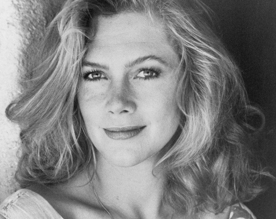 86c13f98b2880567d290367fa7c5a6a1 e1601473429251 20 Things You Probably Didn't Know About Kathleen Turner