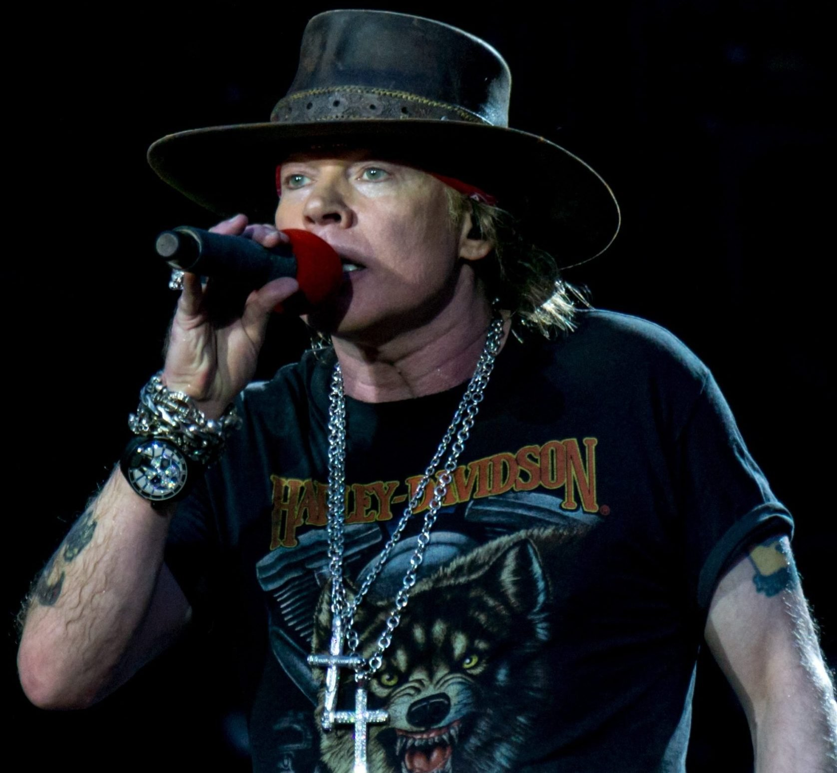 GNR London Stadium 2017 7 scaled e1625059781370 20 Things You Never Knew About Mickey Rourke