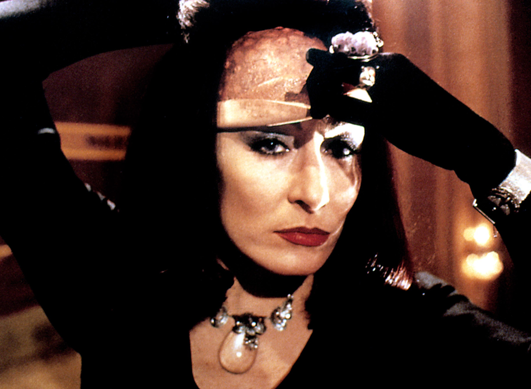 anjelica huston the witches1 e1605543668400 20 Characters That Scared The Life Out Of Us As Children