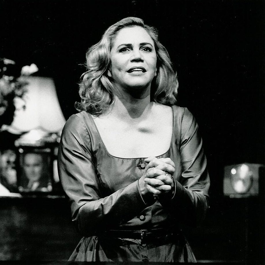 kathleen turner 2 e1602080567226 20 Things You Probably Didn't Know About Kathleen Turner