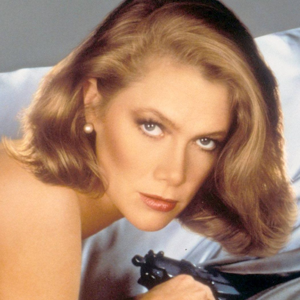 kathleen turner kathleen turner 30954711 1066 1640 e1602079923365 20 Things You Probably Didn't Know About Kathleen Turner