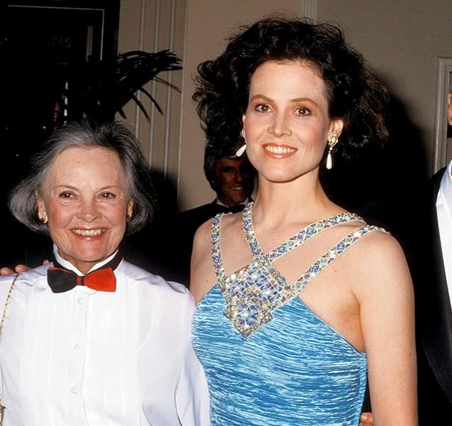 1570052768457 SigourneyWeaverwithparents e1609765446844 20 Things You Probably Didn't Know About Sigourney Weaver