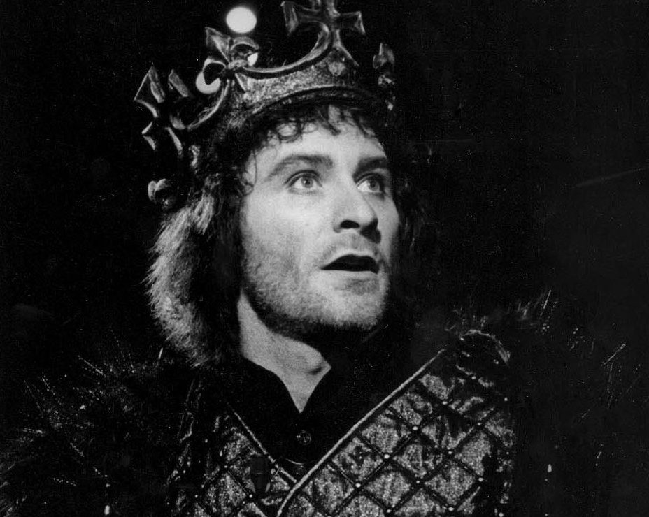 1983 richard iii custom 02a240c65daaa0d5901545377e5f125b134e31e8 e1604493491736 20 Things You Never Knew About Kevin Kline