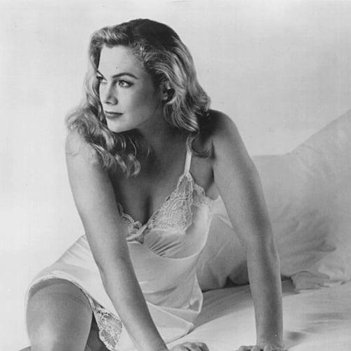 3 Remember Kathleen Turner? Here's What She Looks Like Now!