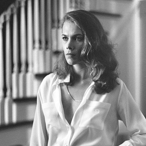 4 Remember Kathleen Turner? Here's What She Looks Like Now!