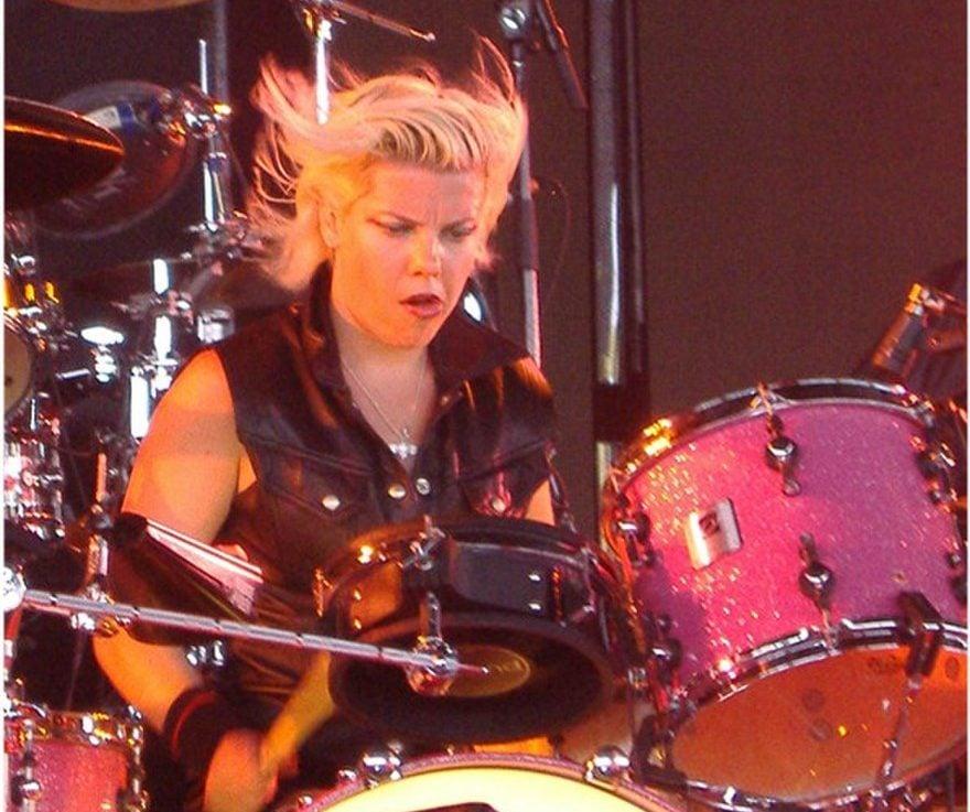 880px Samantha Maloney e1603795650647 10 Crazy Facts About Mötley Crüe