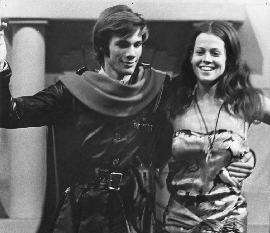 DpFC2D2UUAAM6Q6 e1601626614525 20 Things You Probably Didn't Know About Sigourney Weaver