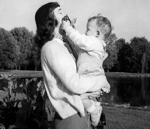 Kevin with his mother Agnes. e1604498575507 20 Things You Never Knew About Kevin Kline