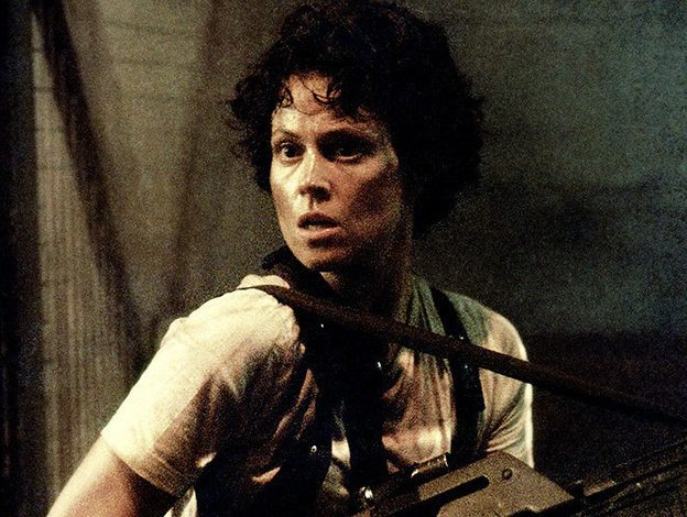 SigourneyWeaver 1558773163452 16aee1ee5bd large e1609771199569 20 Things You Probably Didn't Know About Sigourney Weaver