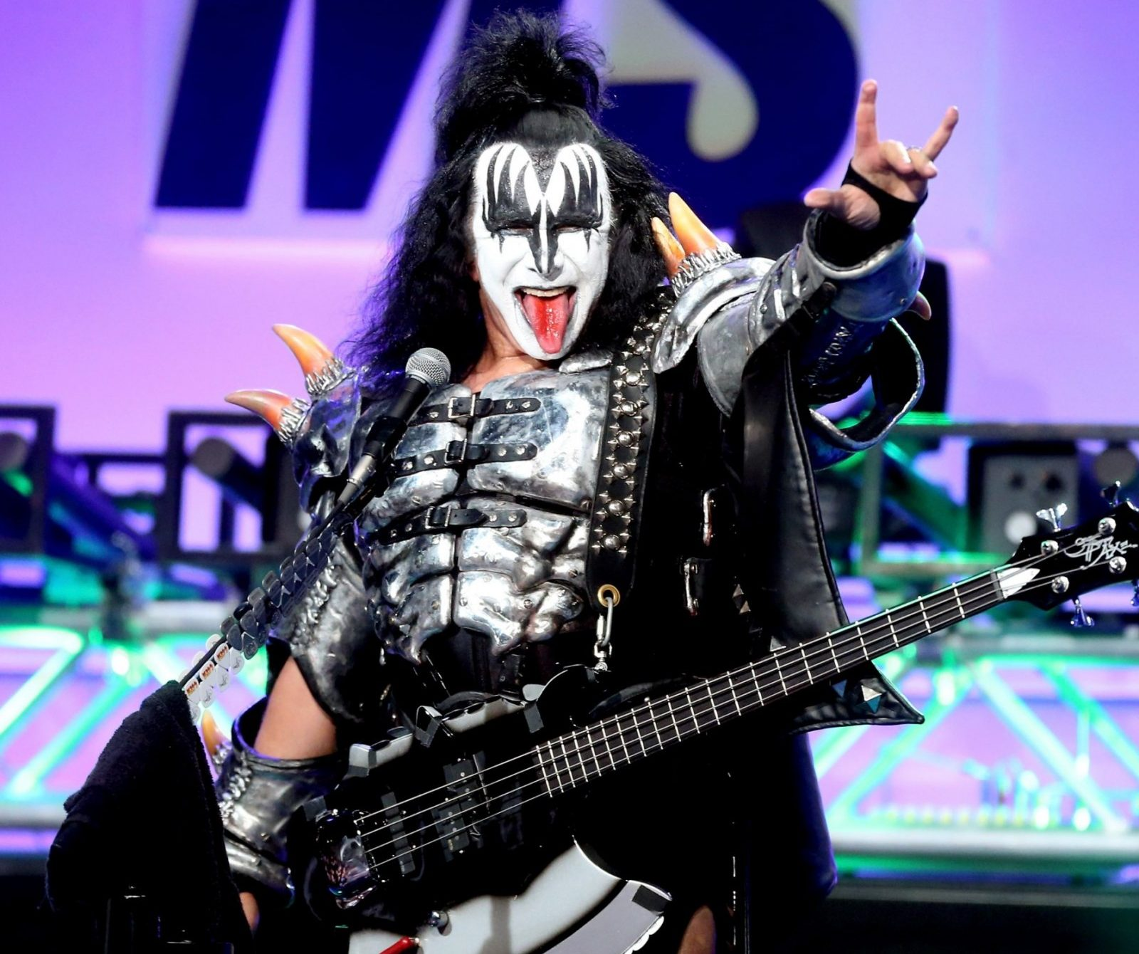 gene simmons kiss e1603790064527 10 Crazy Facts About Mötley Crüe