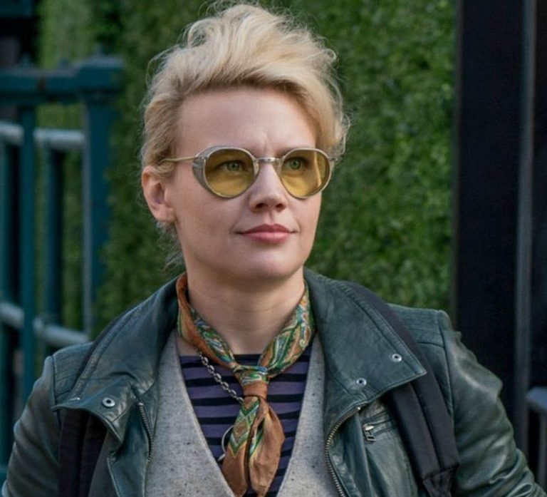 kate mckinnon e1605184143735 20 Movie Remakes That Were Nothing Like The Original
