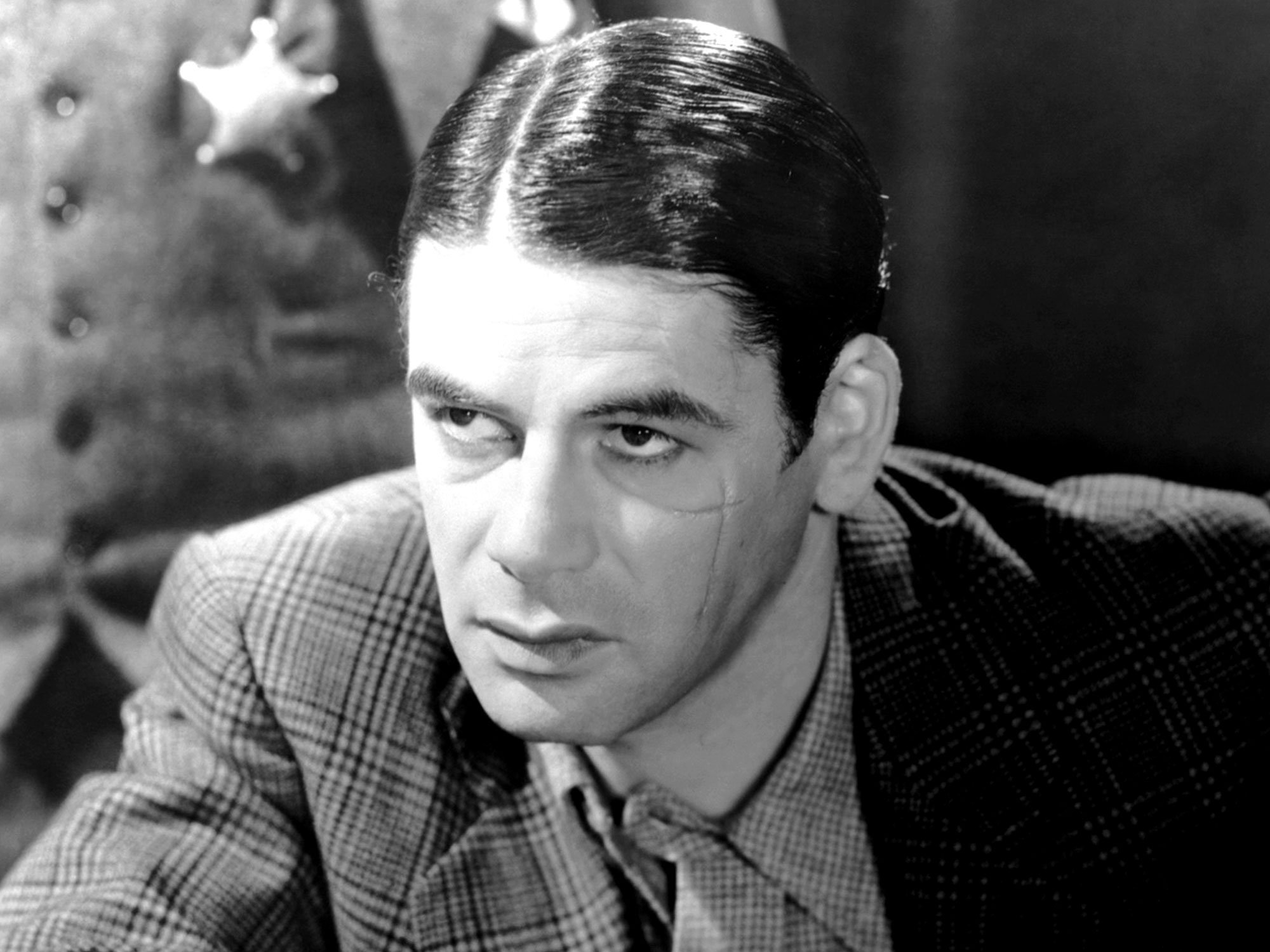 scarface paul muni 1932 20 Movie Remakes That Were Nothing Like The Original