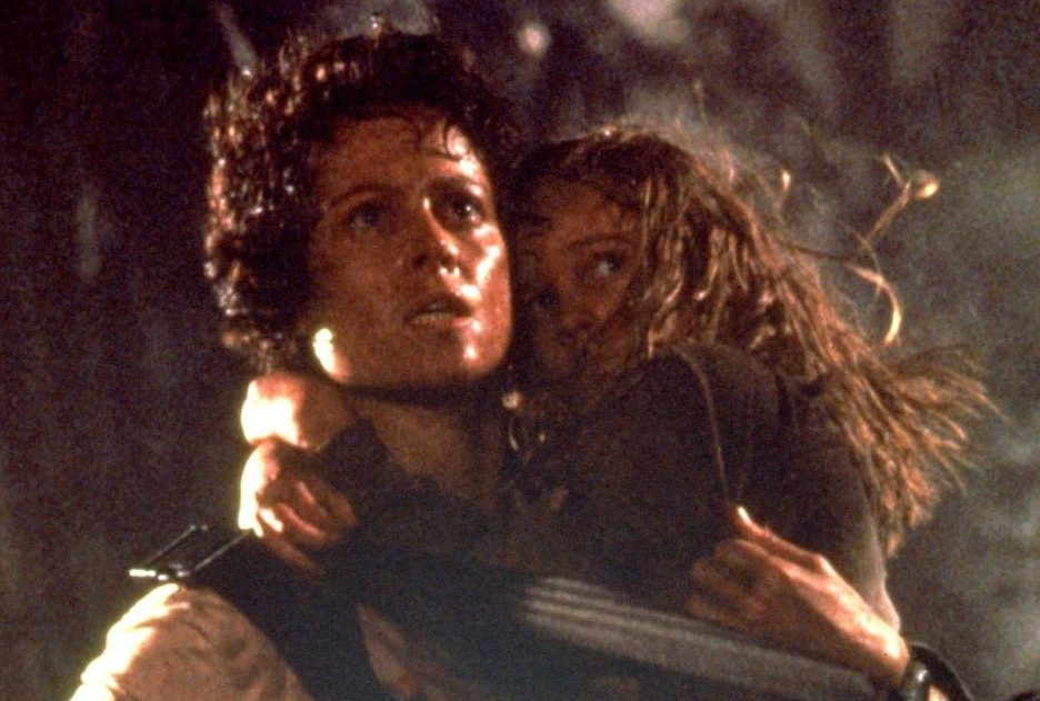 sigourney weaver aliens e1617203302369 20 Horror Movies That Defined The 1980s