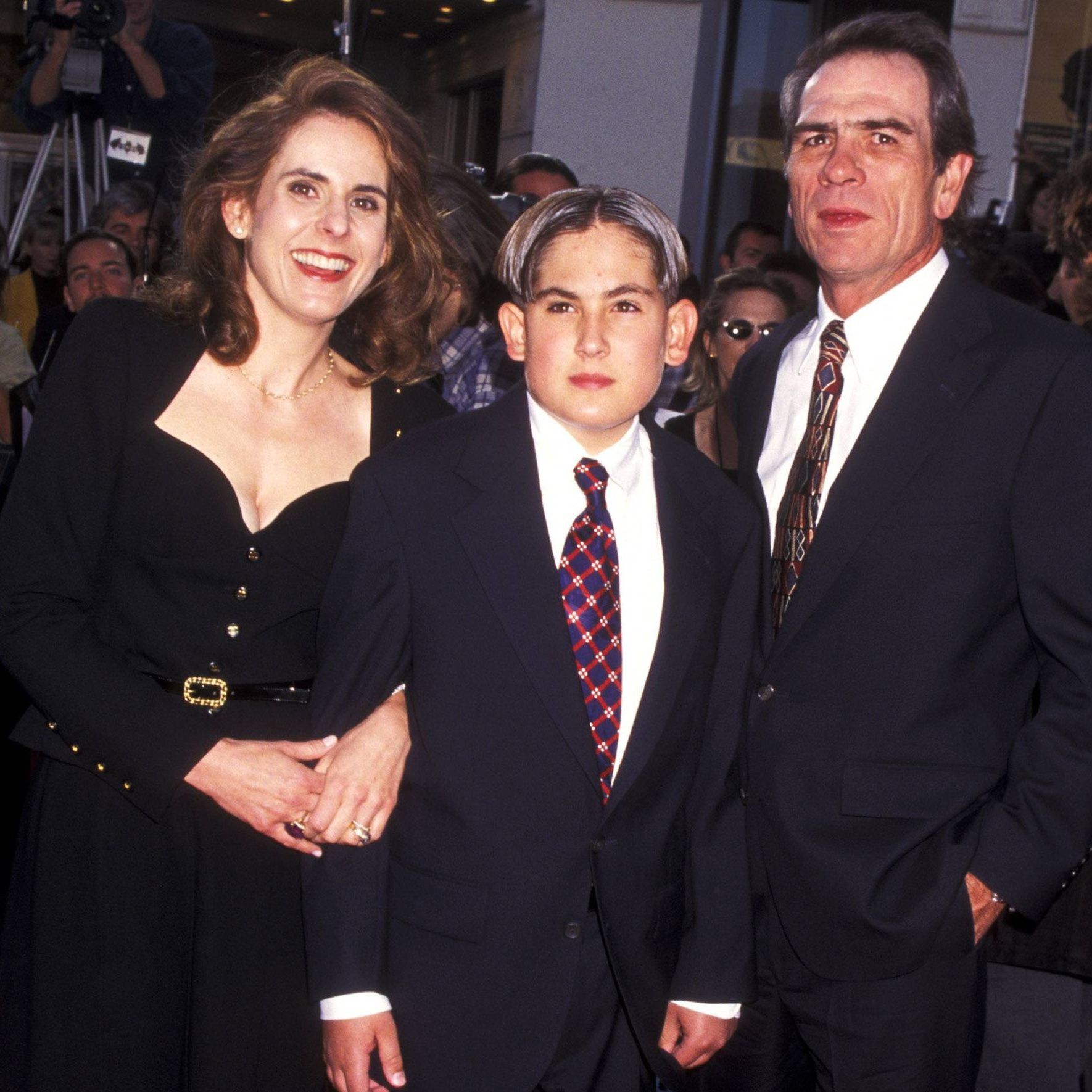 tommy lee jones si kimberlea si fiul lor gettyimages 105861364 scaled e1602233787549 20 Things You Never Knew About Tommy Lee Jones
