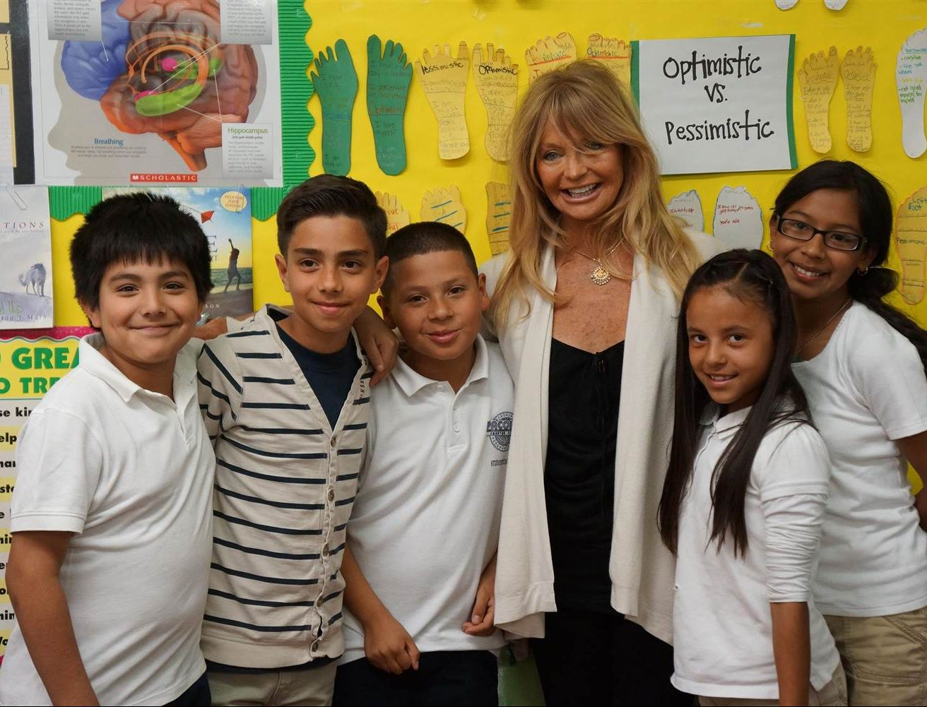141119 goldie hawn students aro 225p 801a11842f7da4304c86eead36902339.nbcnews ux 2880 1000 e1605869483104 10 Things You Never Knew About Goldie Hawn