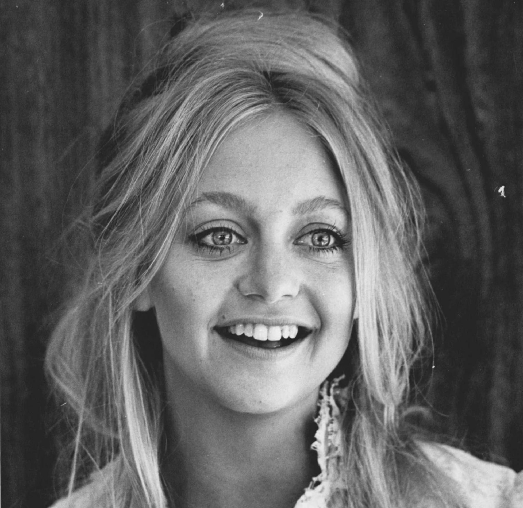 1975 scaled e1605869720946 10 Things You Never Knew About Goldie Hawn