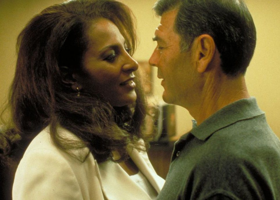 5d3f150b88dc4.image e1614776952216 30 Things You Probably Didn't Know About Jackie Brown