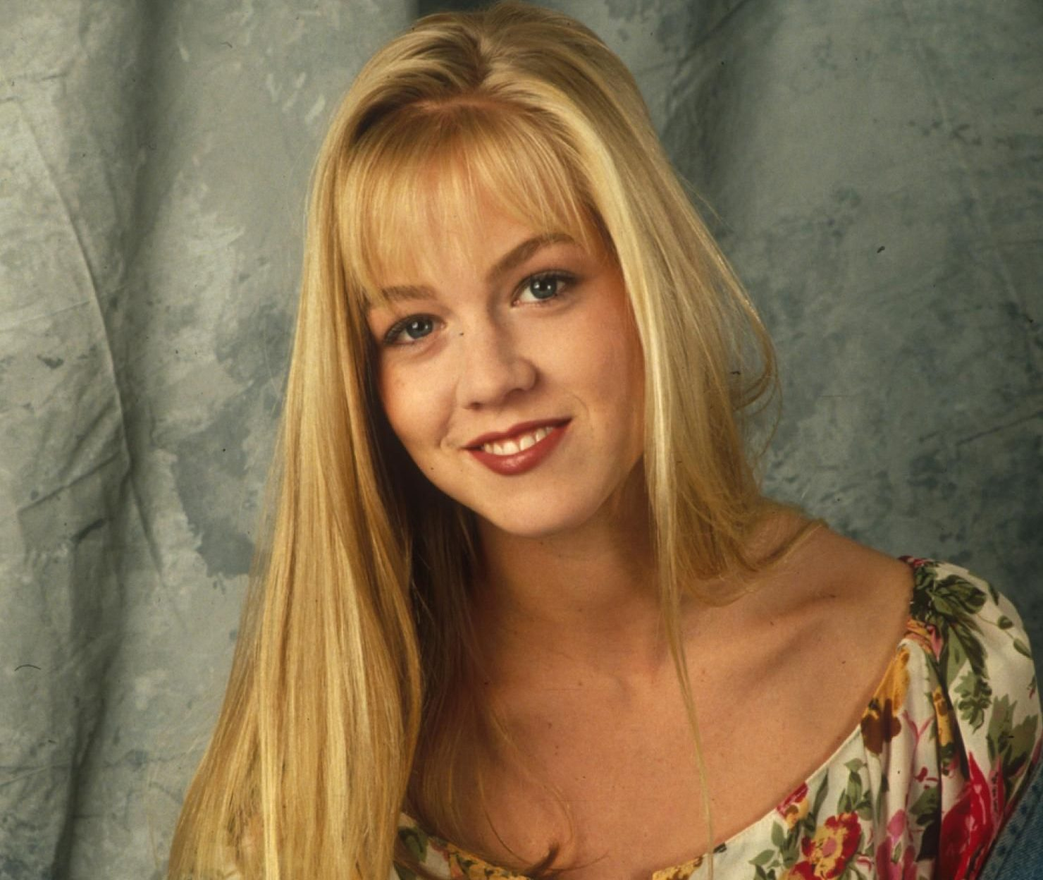 68918bff9672b269ad1b35ffe65eca27 e1605279050541 21 90s TV Actresses We All Had A Crush On When We Were Younger