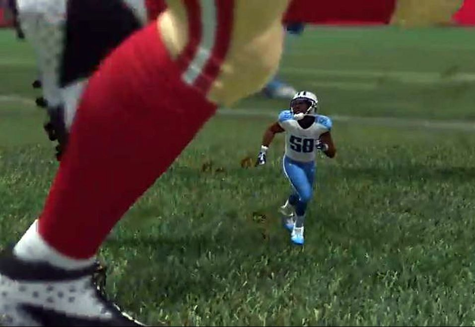 chi little linebacker looks small but he plays big 20140903 e1605087764844 20 Of The Weirdest Video Game Glitches