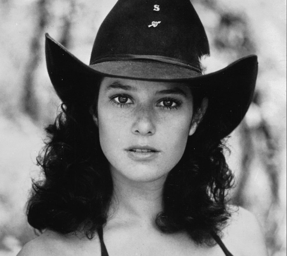 e7f93833fca3768acb02464ec7dd675d e1605712407137 30 Things You Never Knew About Debra Winger