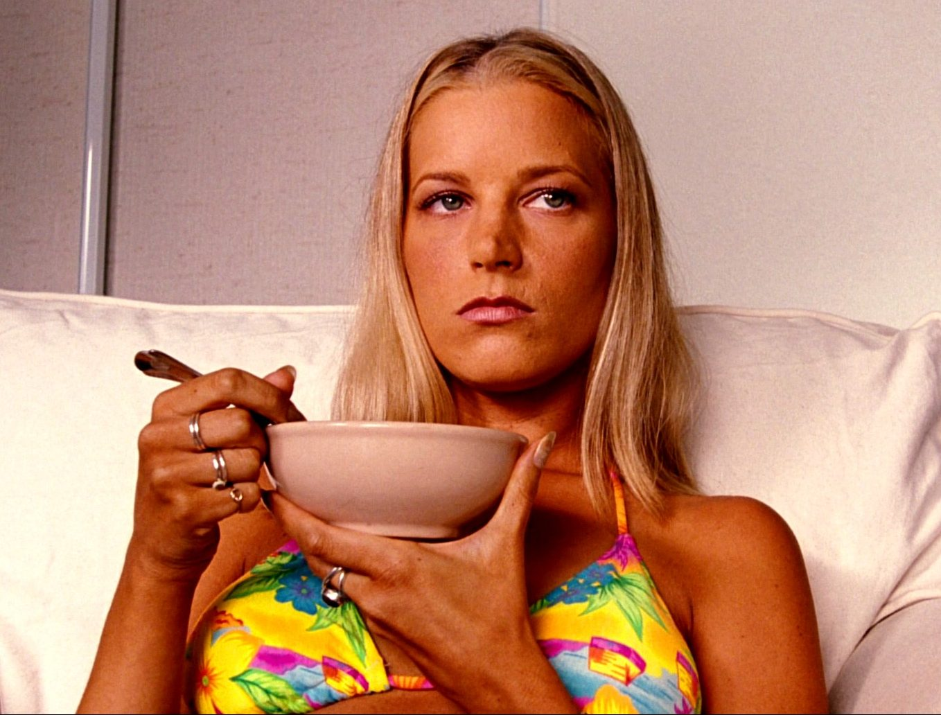 fhd997JKB Bridget Fonda 002 e1614786569434 30 Things You Probably Didn't Know About Jackie Brown