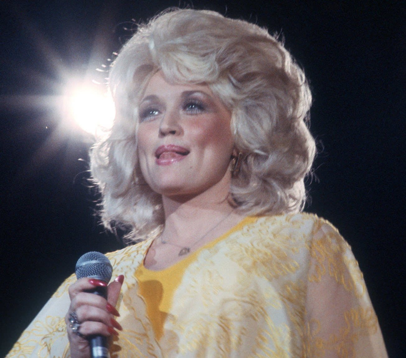 1 14 e1607946791520 Sparkling Facts About Dolly Parton, The Rhinestone Queen of Tennessee
