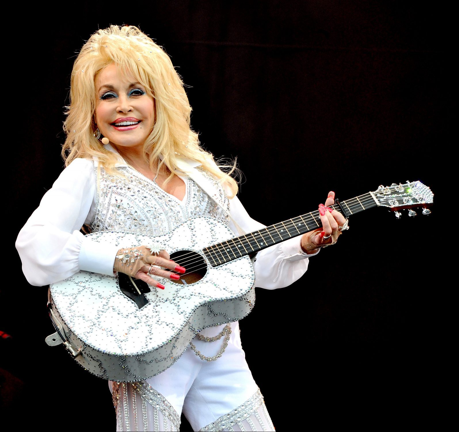 1 168 e1607443479411 Sparkling Facts About Dolly Parton, The Rhinestone Queen of Tennessee
