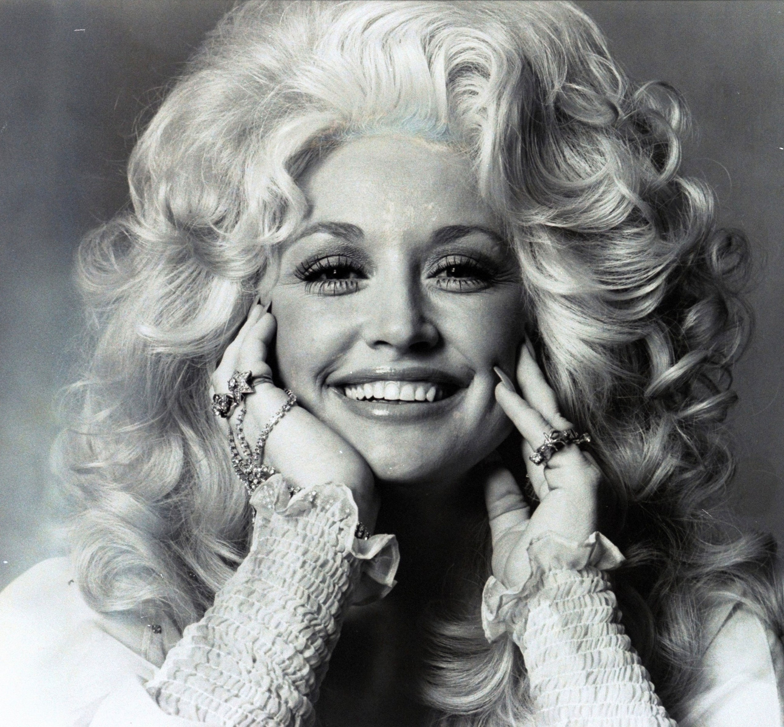 1 208 Sparkling Facts About Dolly Parton, The Rhinestone Queen of Tennessee