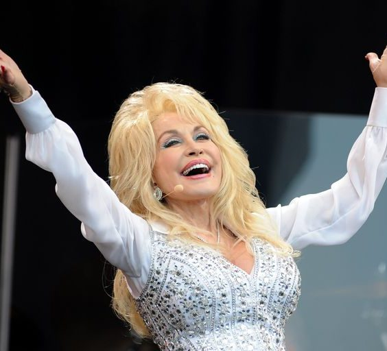 1 212 e1607945885676 Sparkling Facts About Dolly Parton, The Rhinestone Queen of Tennessee