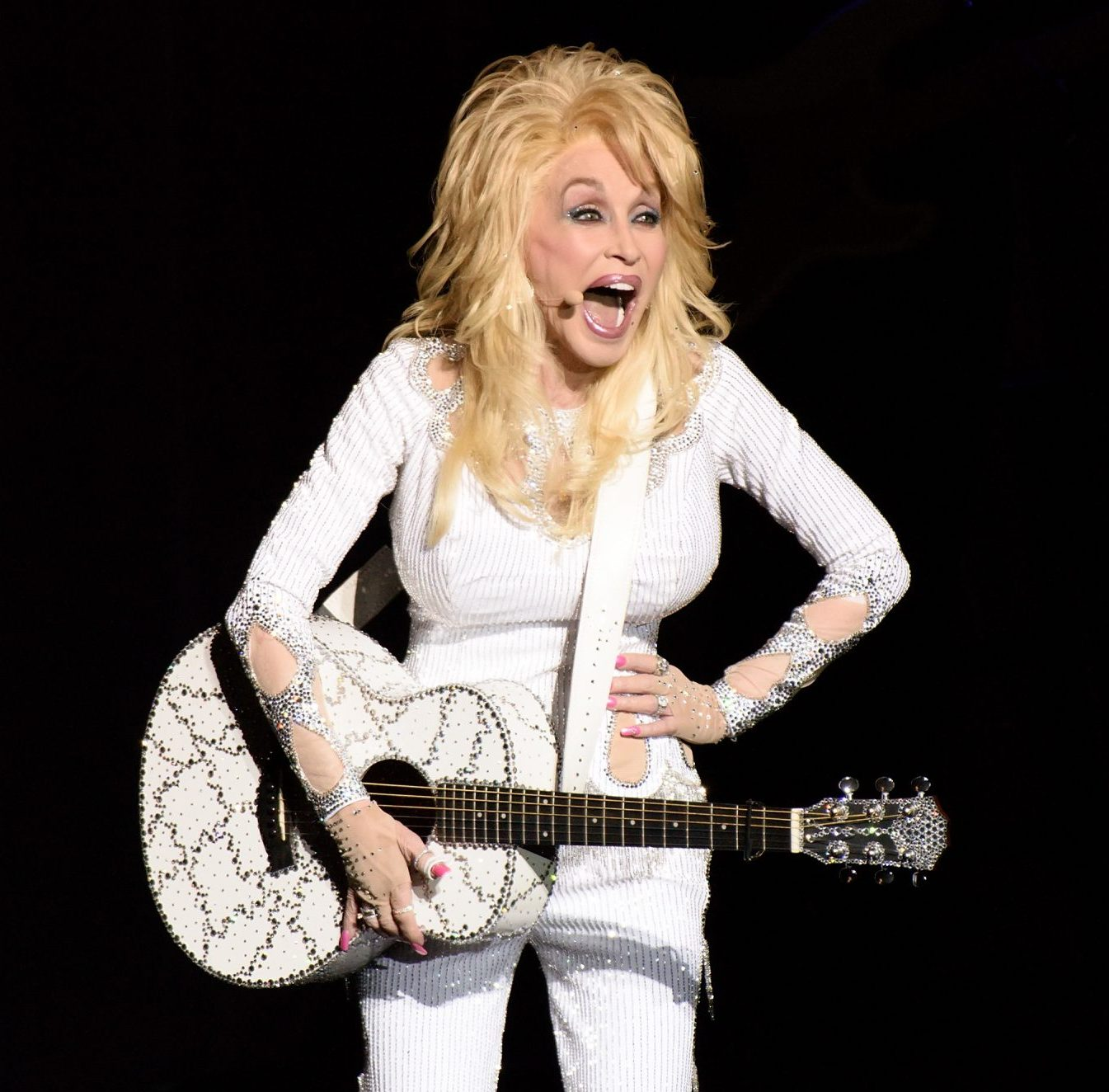 1 214 e1607946163917 Sparkling Facts About Dolly Parton, The Rhinestone Queen of Tennessee