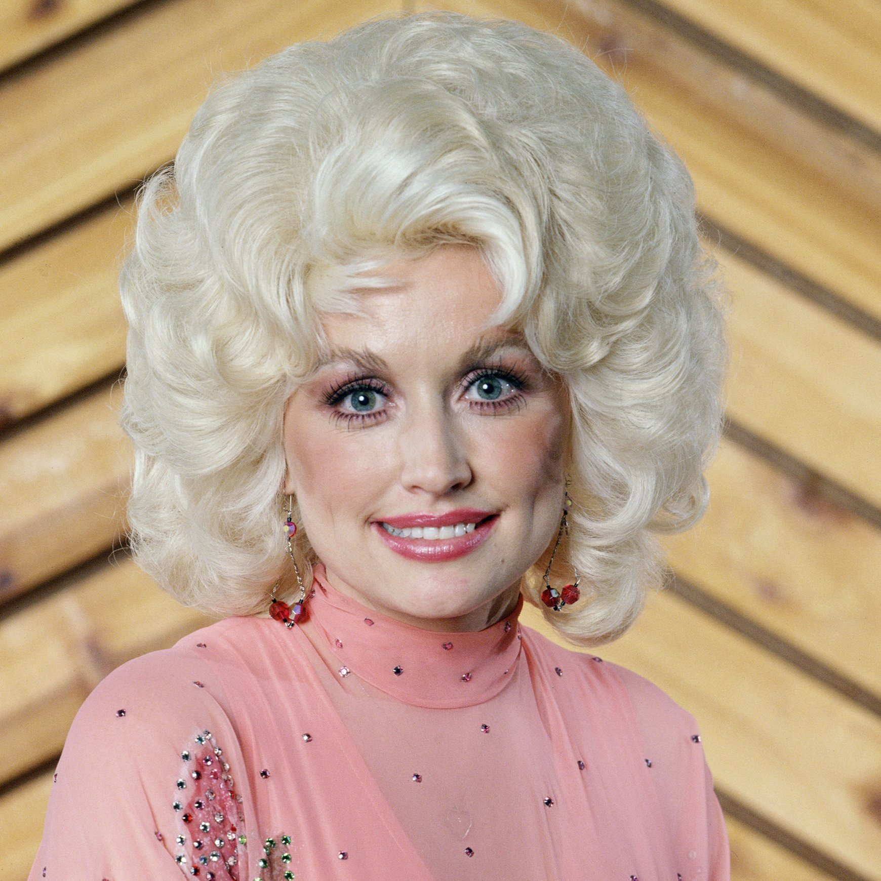 1 216 Sparkling Facts About Dolly Parton, The Rhinestone Queen of Tennessee