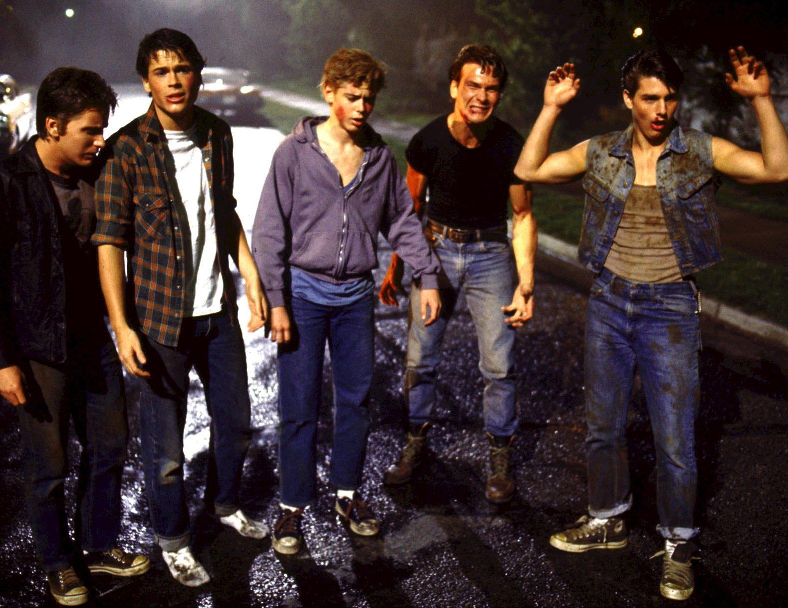 MV5BMTYyMDkwNzI2N15BMl5BanBnXkFtZTcwNzQzMjEyMw@@. V1 e1610638781598 20 Things You Probably Didn't Know About The 1983 Film The Outsiders