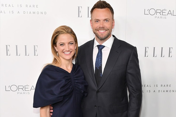 Joel McHale and Sarah Williams min True Love Exists In Hollywood And These Celebrity Couples Prove It