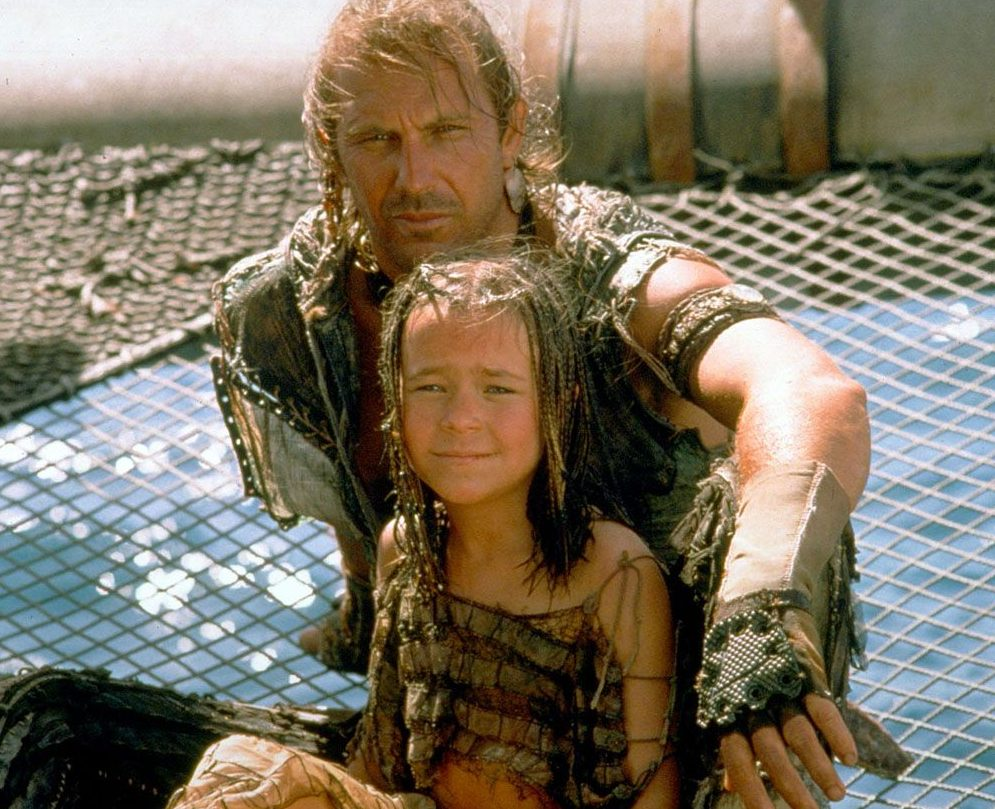 Tina Majorino et Kevin Costner e1612800040551 Waterworld: The Story Behind One Of The Biggest Hollywood Disasters Of All Time