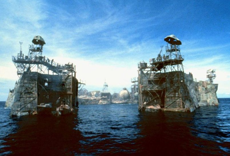 p08rnlpv e1614257298698 Waterworld: The Story Behind One Of The Biggest Hollywood Disasters Of All Time