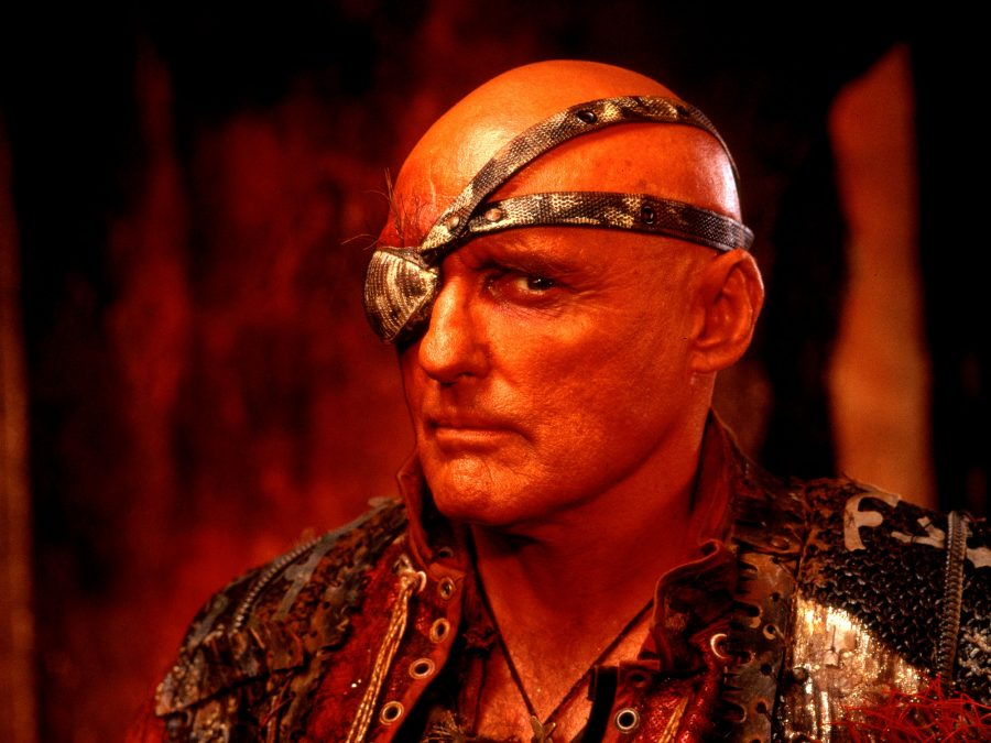 waterworld dennis hopper 900x0 c default Waterworld: The Story Behind One Of The Biggest Hollywood Disasters Of All Time