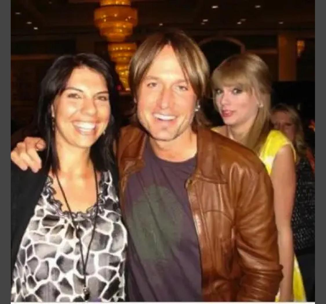 3 22bfb4184e58504e0c3898803bd5d511 These People Were Photobombed By Their Favorite Celebrities Without Realizing It
