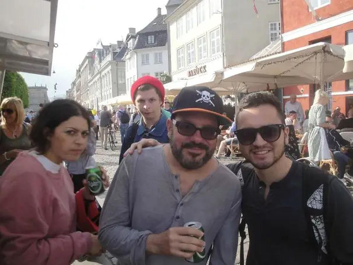 33 579dd0786b95f7cdf3e55af22a1c3641 These People Were Photobombed By Their Favorite Celebrities Without Realizing It