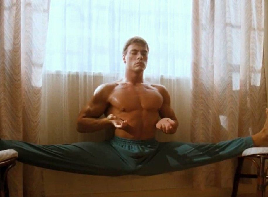DW ZLwfX4AISFL1 e1617276341772 25 Crotch-Punching Facts About Jean-Claude Van Damme's 1988 Film Bloodsport