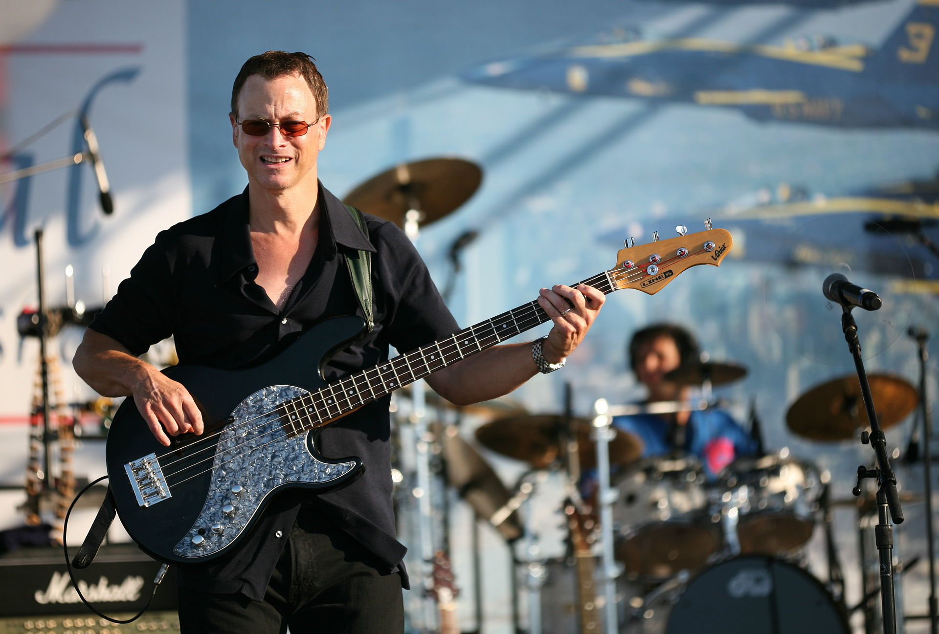 Gary Sinise on stage 1 crop 20 Things You Never Knew About Gary Sinise