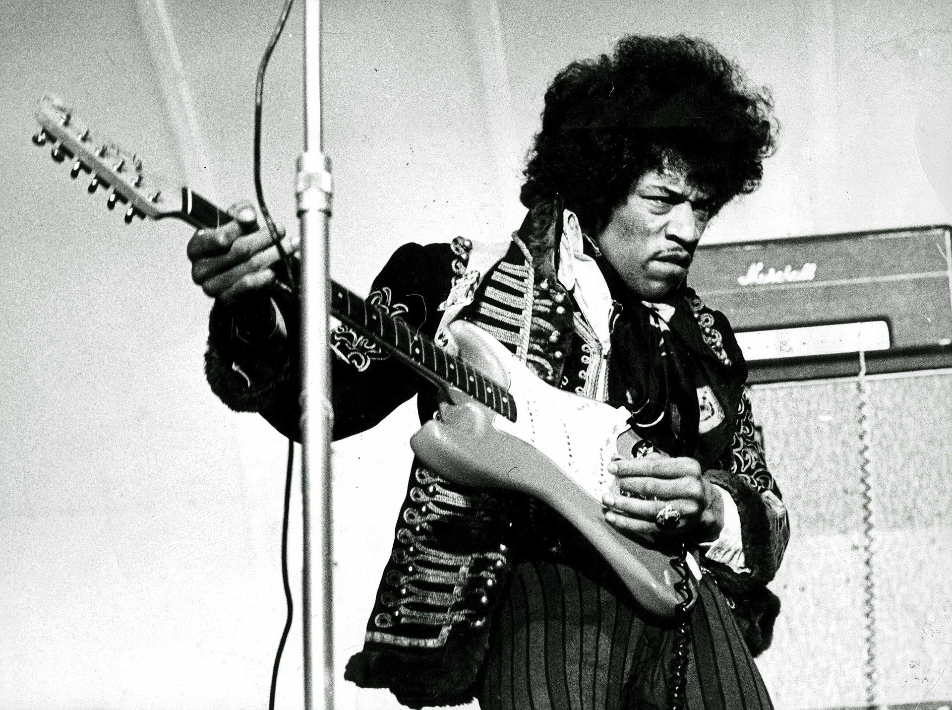 Jimi Hendrix 1967 uncropped 2 20 Things You Never Knew About Gary Sinise