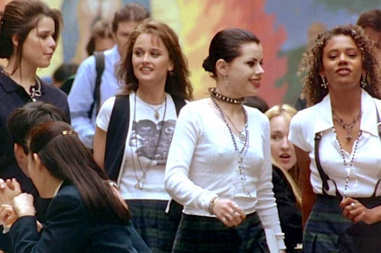 1548696682669 The girls stalk the halls in The Craft e1620993534521 25 Spellbinding Facts About The Craft