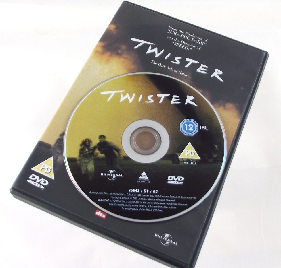 DflvTkMW0AAaUkp e1620740365483 Twister: 20 Facts About The 1996 Blockbuster That Will Blow You Away