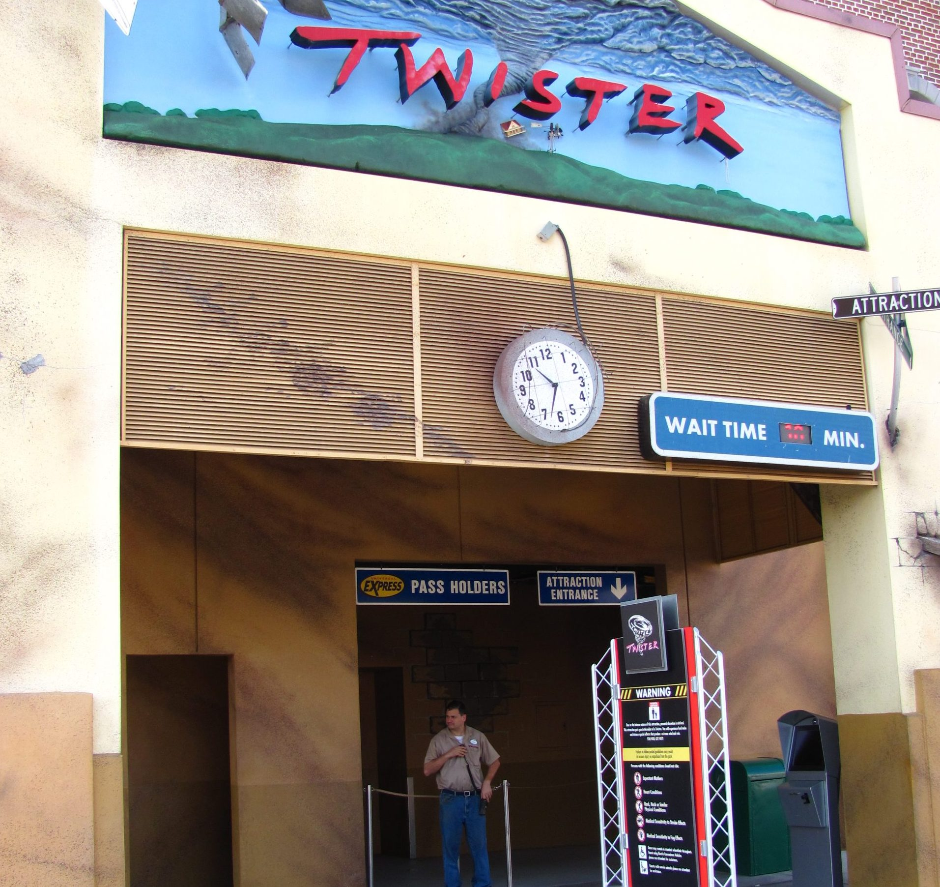 Twister Ride it Out 02 scaled e1620746177451 Twister: 20 Facts About The 1996 Blockbuster That Will Blow You Away