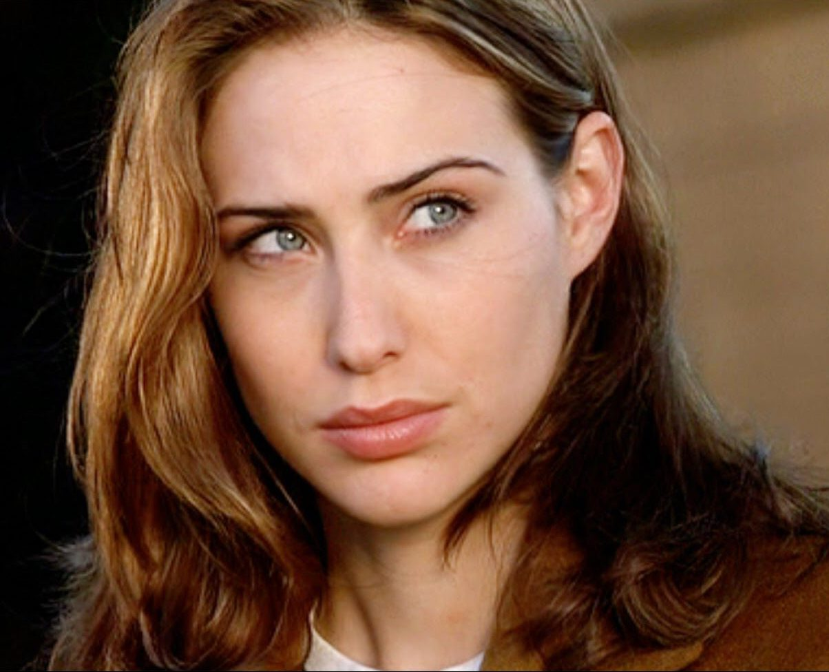 claire forlani 245820 e1619779847377 25 Things You Didn't Know About 1998's 'King Kong Prequel' Deep Rising